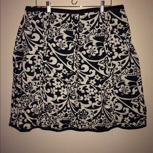 Like new!! Old Navy a-line skirt. Size 16.
